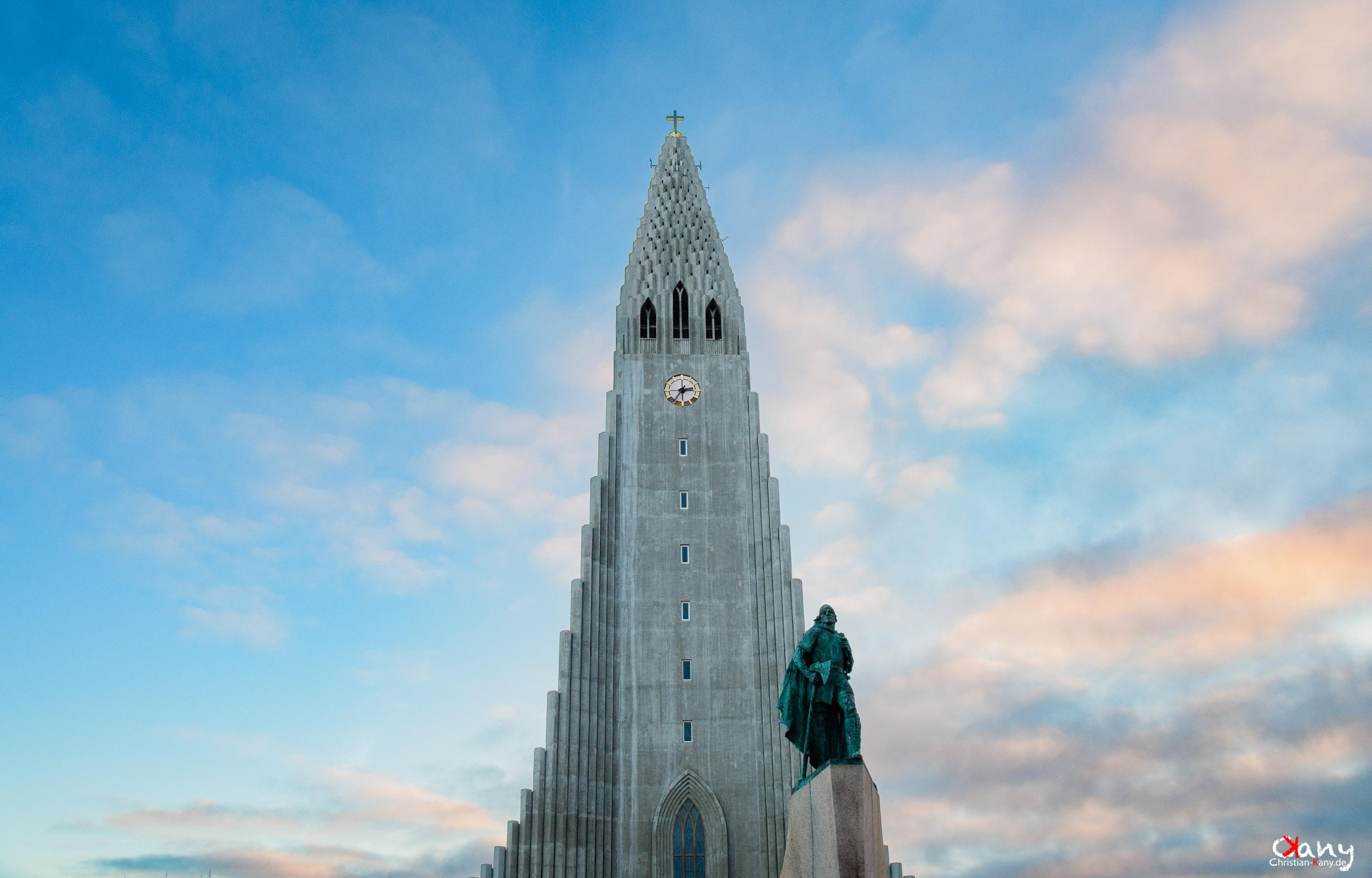 Hallgrimskirche & Leifur Eiríksson monument